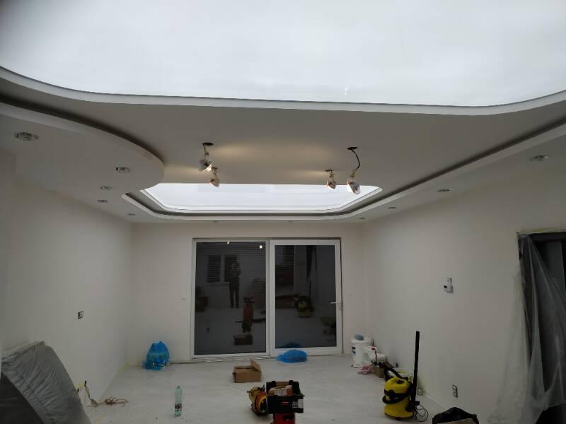 Lesklé translucidní napínané stropy 8