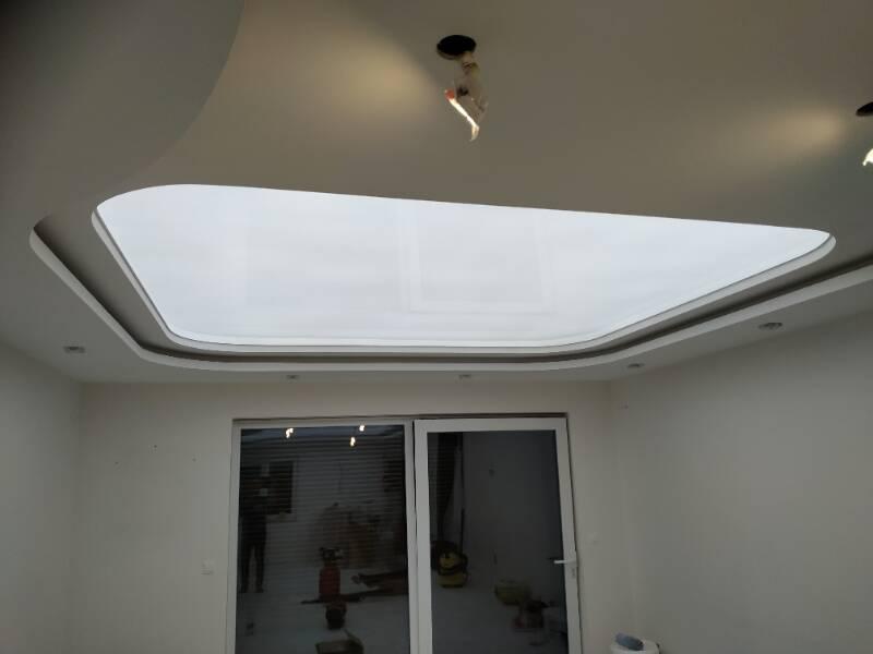 Lesklé translucidní napínané stropy 9