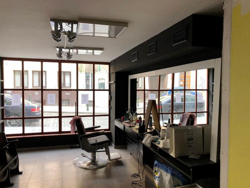 napínané stropy v barber shopu 1