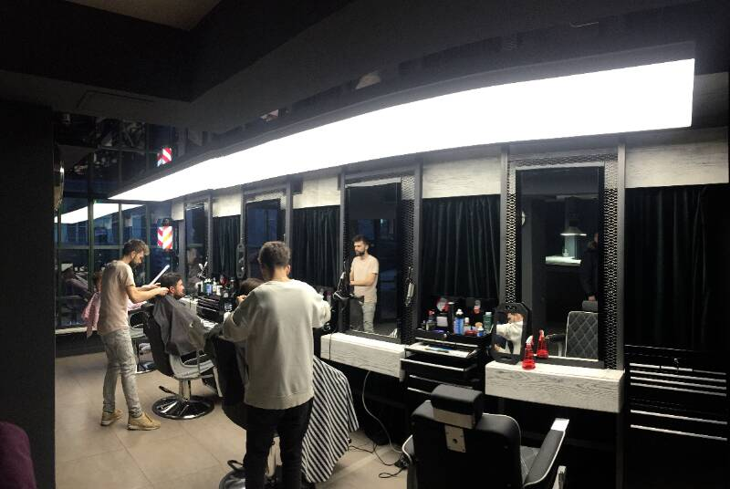 napínané stropy v barber shopu 6