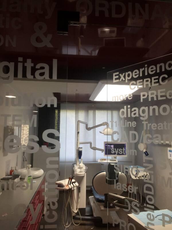 strop v zubní ordinací 12