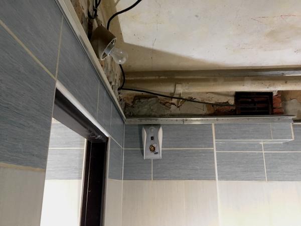 Rekonstrukce stropu po vytopení.