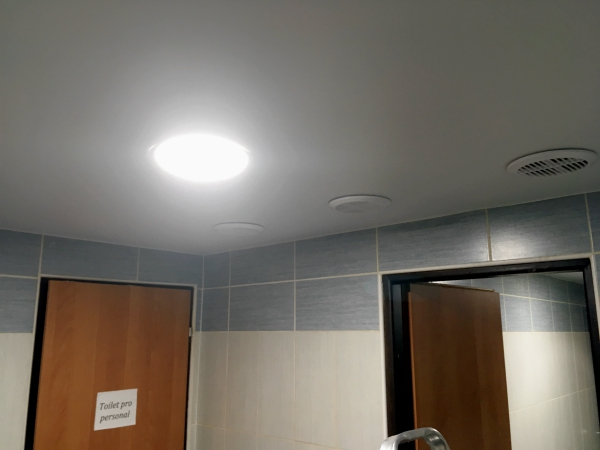 Matné strečové stropy
