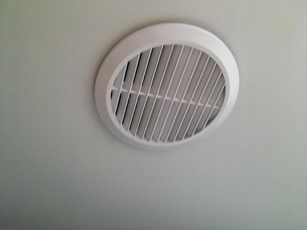Ventilační mřížky do pnutého stropu
