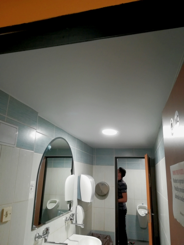 Oprava stropu v restaurace