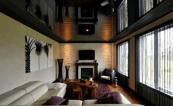 Lesklý strop z napínané černé PVC fólie