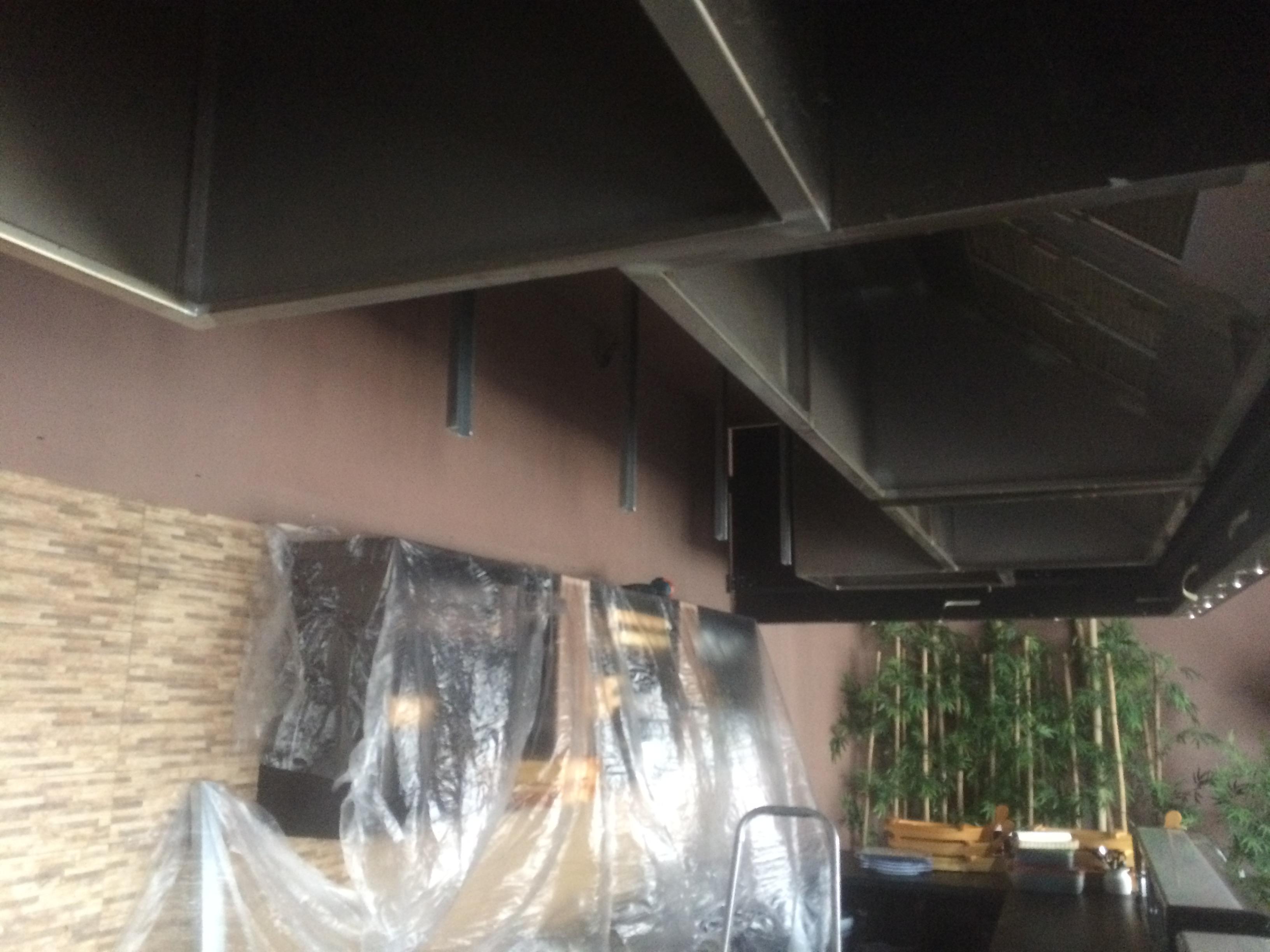Montaž napínaného stropu v restaurace