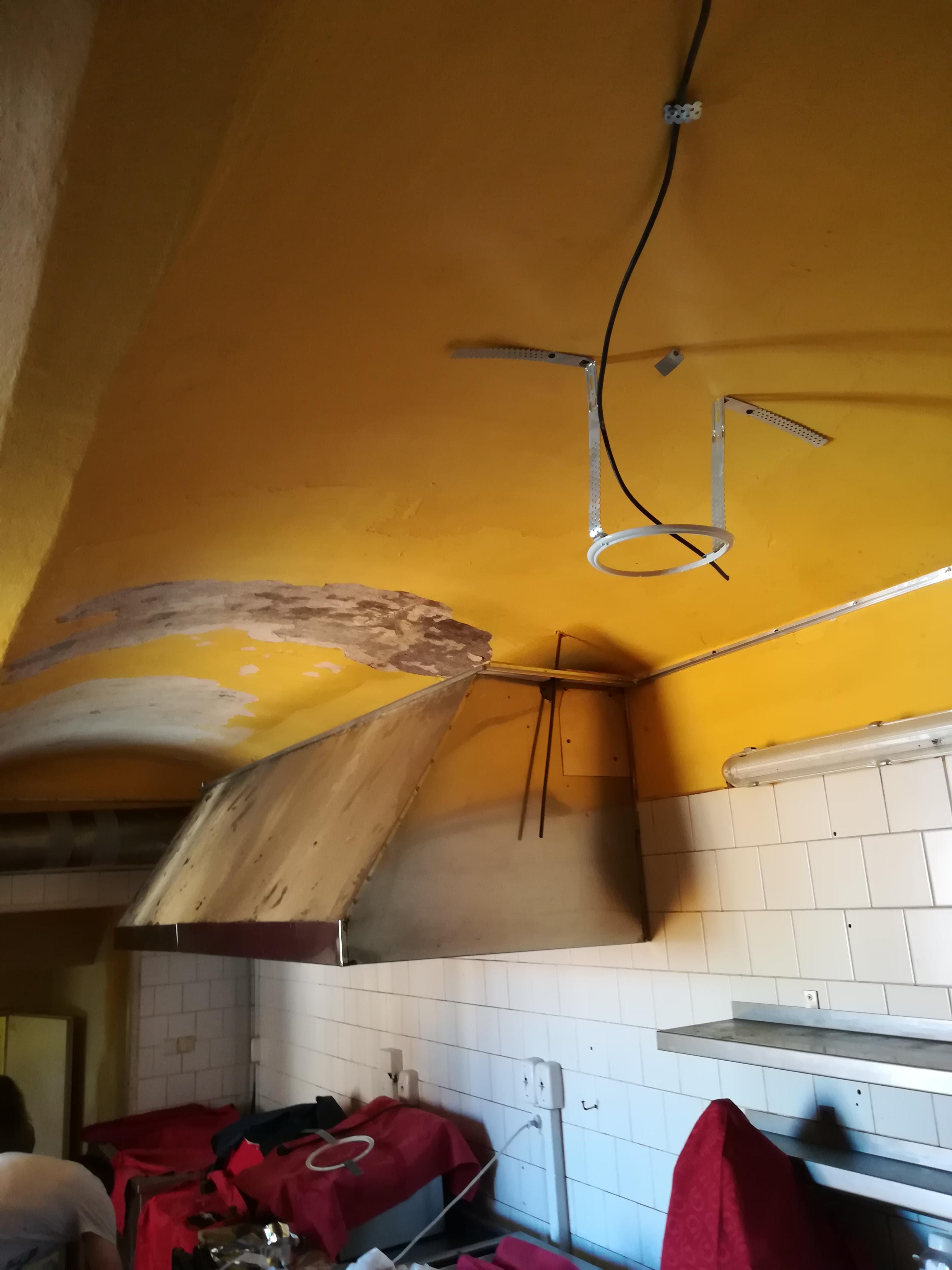 Strečové stropy v prostorách restaurace