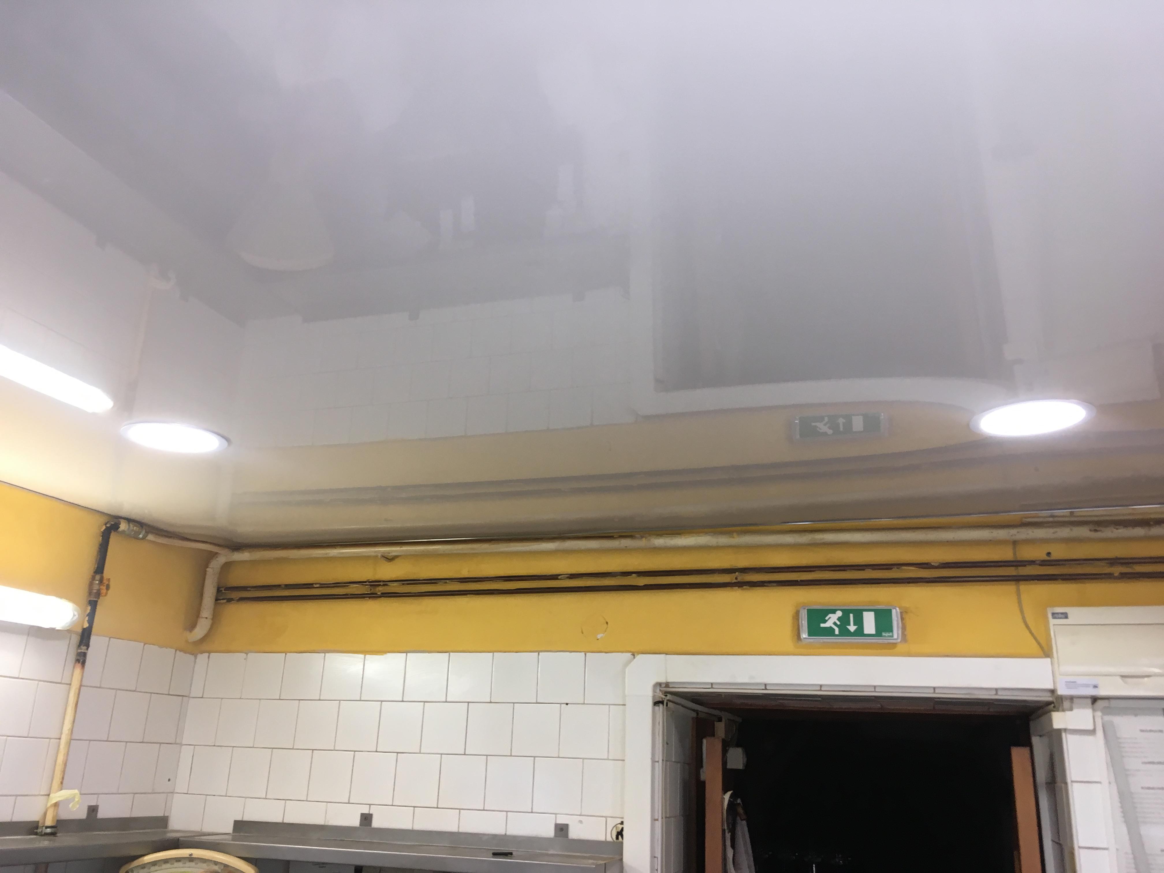 Bezprašné stropní podhledy v restaurace