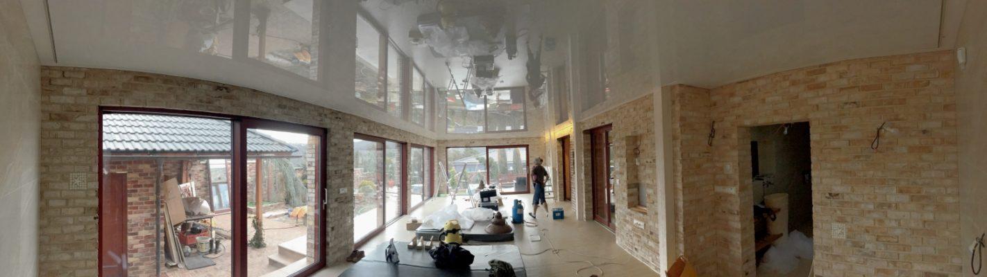 Lesklé napínané stropy