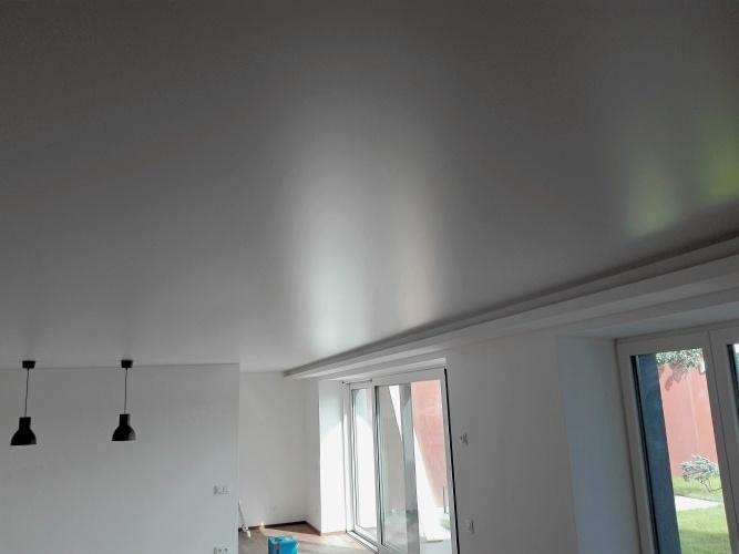 Matné napínané stropy